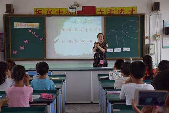 鹤壁市鹤翔小学教师志愿者开展送课下乡活动
